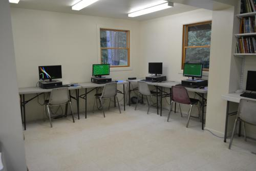 Computer Cafe - Cub Creek Science and Animal Camp